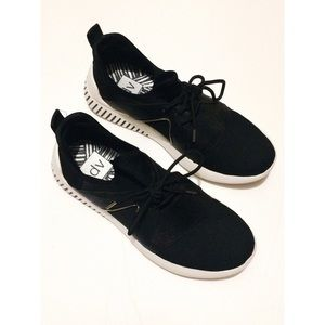 Shoes - Black And White Sneakers   9